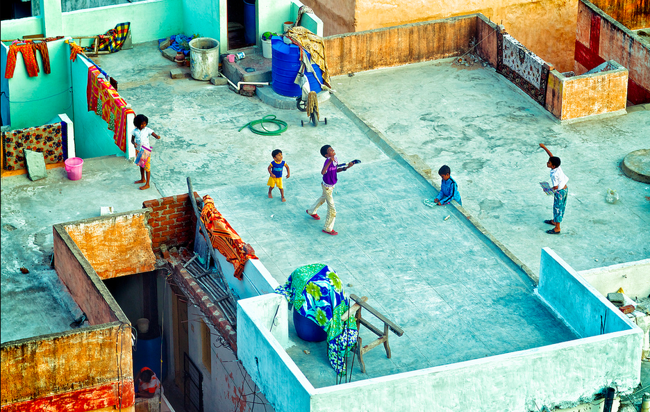 Children playing on an open terrace (Photo- Rachell Carbonell)