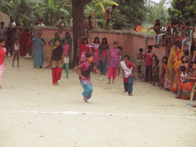 A sizeable audience gathers to enjoy the girls playing Kabbadi, bringing together community members of all age groups (Photo- SPS-Leher team)