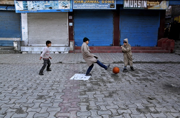Photo: Mukhtar Khan/ AP, Children of Kashmir, Conflict and A Collapsed Education System | Leher NGO in India | Child Rights Organization