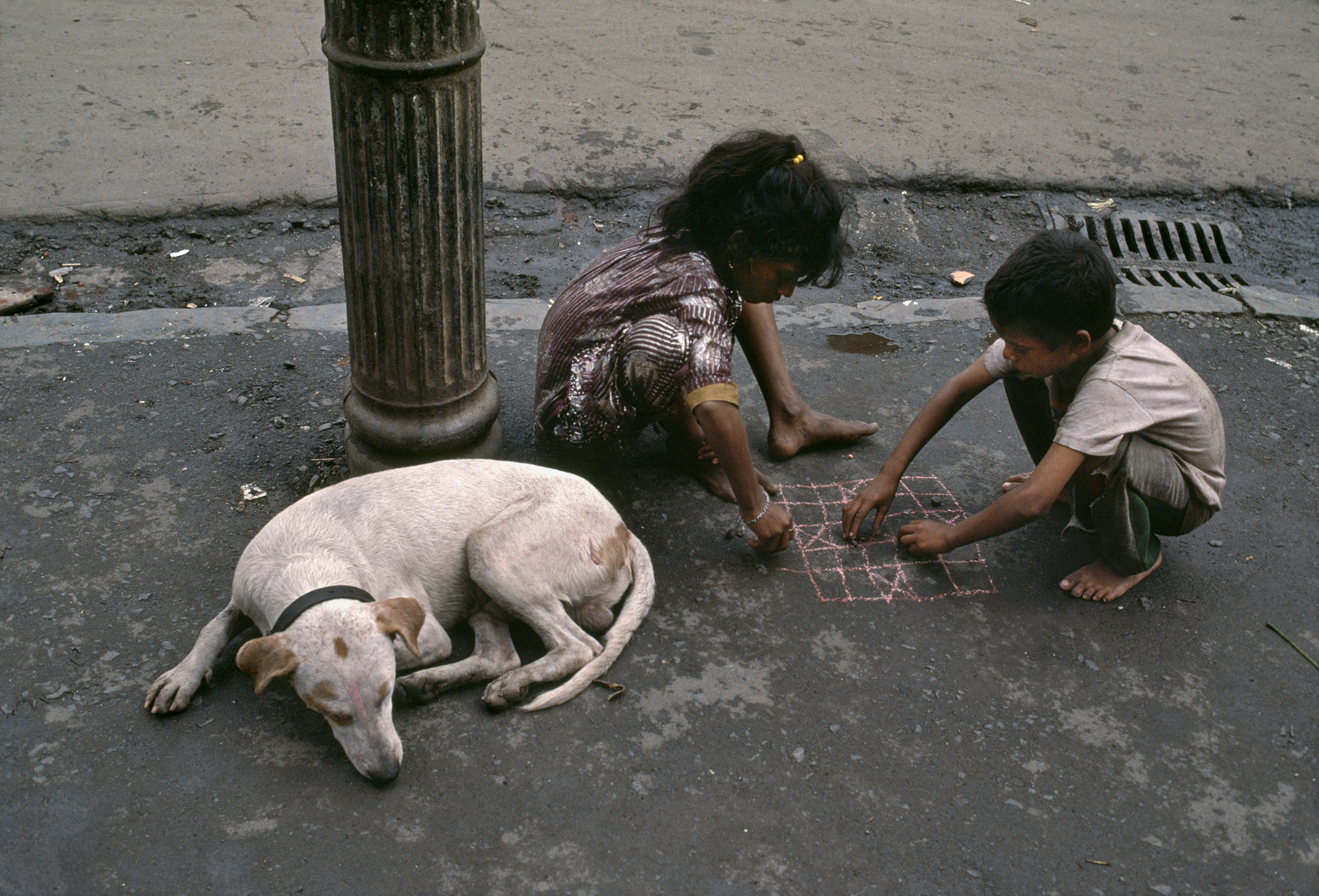 Cross and knots on a street corner (Photo- Steve McCurry)