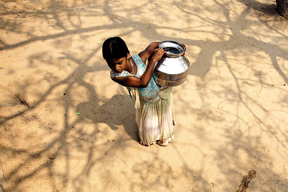 Piryanka fetches water in Malegaon village, Parbhani district in Maharashtra. (Photo: Amit Haralkar)