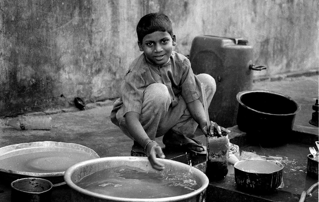 Photo- Unknown, In Pictures: The Reality of Children Helping In Home Based Work | Leher NGO In India | Child Rights Organization